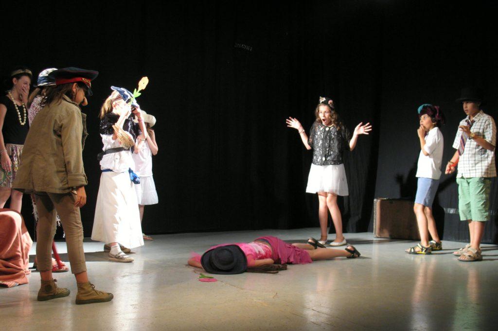 enfants sur scène
